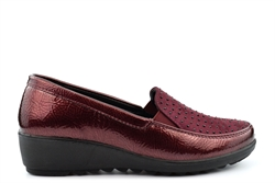 Boulevard Womens Twin Gusset Slip On Lightweight Diamante Casual Shoes Burgundy Patent
