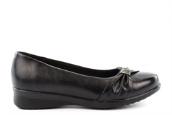 Boulevard Womens Comfort Casual Slip On Shoes With Low Wedge Heel Black